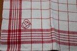 Oude theedoek rood wit geruit met monogram_