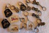 Oude brocante sleutelhangers auto en toebehoren_