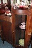 Antieke houten buffetkast met glazen deuren_