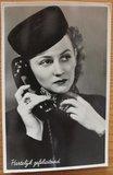 Oude ansichtkaart bellende dame Gefeliciteerd_