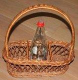 Brocante rieten mand, flessenrek voor 3 flessen_