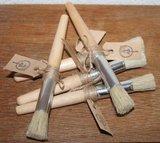 Stoere brocante houten dikke kwast met label_