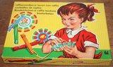 Oud brocante spelletje Raffiamandjes maken jaren '60_