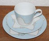Oude brocante ontbijtset; lichtblauwe kop & schotel en bordje_
