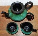 Oud vintage brocante koffie-/theeservies van groen zwart keramiek_