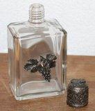 Oud brocante glazen flesje met tinnen dop en druiven_