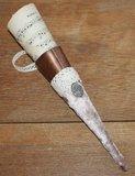 Brocante koperen cone, kegel beige fluweel & medaillon kruisje_