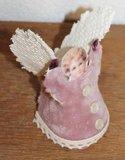 Brocante kerstdecoratie vintage engeltje in roze met kant_