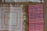 Set v 3 antieke vintage brocante geborduurde tafelkleedjes_