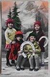 Antieke vintage brocante kerstkaart kindjes met hoefijzer, ingekleurd_