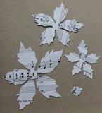 2 st 3D Kerststerren bloemen maken v muziekpapier Tim Holtz_