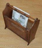 vintage brocante krantenbak tijdschriftenmand houten rattan webbing