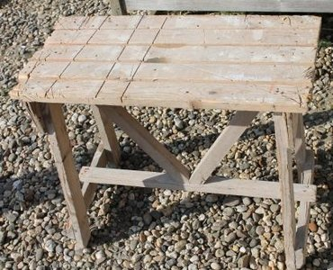 Oude houten (zaag)tafel, brocante bijzettafel 2