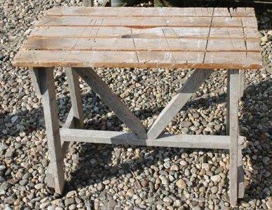 Oude houten (zaag)tafel, brocante bijzettafel 1