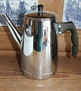 Oude brocante zilverkleurige thee-/koffiepot Benraad Holland