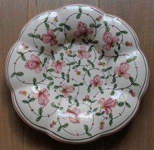 Oud brocante wandbord, kussenbord met roze bloemen