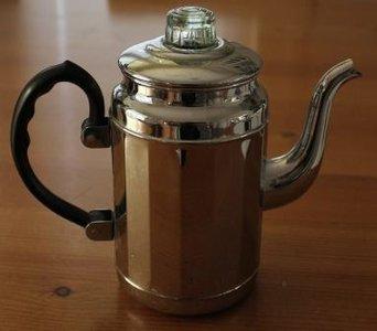 Oude vintage brocante theepot, zilverkleurig, hoekig model