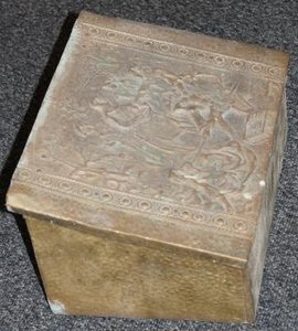 Antieke turfkist van koper