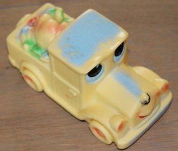 Oud speelgoed piepbeestje Auto, made in Italy