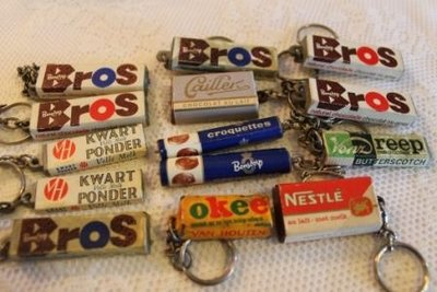 Oude brocante sleutelhangers snoep chocolade
