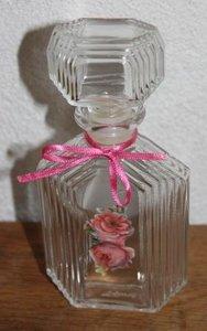 Oud hoekig glazen parfumflesje met stopje