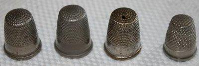 Oude brocante vingerhoedjes zilverkleurig