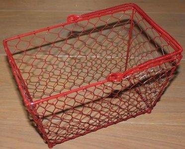 Brocante draadmandje van rood metaal