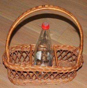 Brocante rieten mand, flessenrek voor 3 flessen