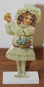 Brocante houten decoratie Pasen meisje kuikentje