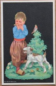 Oude ansichtkaart jongetje met mondharmonica