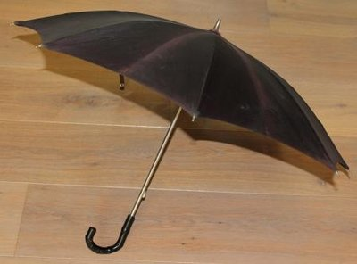 Sierlijke kleine oude paarse brocante paraplu