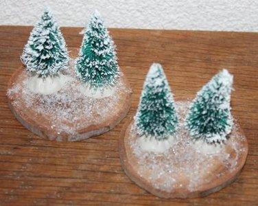 Houten boomstamschijfjes m 2 kerstboompjes