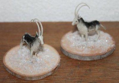 Houten boomstamschijfjes met hert, bok