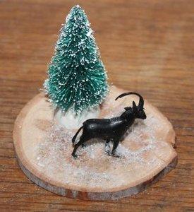 Houten boomstamschijfje beestje en kerstboom