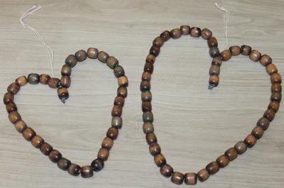 Brocante hartje van oude grote donkere houten kralen, medium