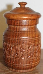 Oud rond houten opbergpotje met deksel, houtsnijwerk