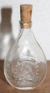 Oud klein brocante glazen Japans drankflesje  m kurkje