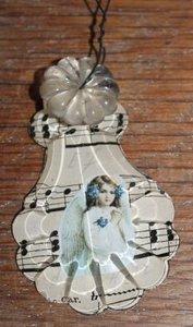 Oude brocante kristallen pegel engeltje in wit