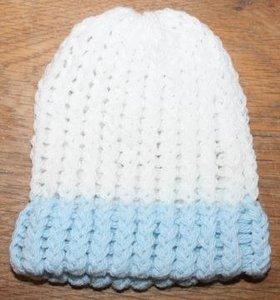 Brocante wit m lichtblauw gebreid kinder- of babymutsje