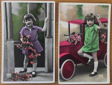 2 Oude brocante ansichtkaarten vintage meisjes ingekleurd