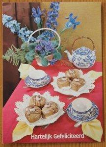 Oude ansichtkaart verjaardag bloemen thee gebak onbeschreven