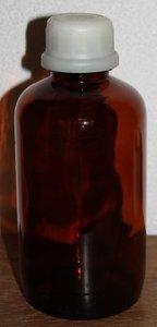 Grote brocante bruine glazen apothekersfles m kunststof dop