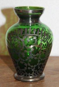 Oude brocante groene glazen vaasje zilver overlay 1