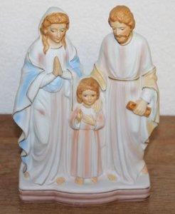Oud brocante beeldje heilig gezin in pastel bisque