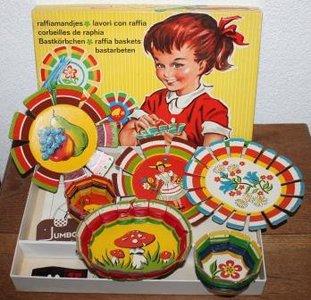 Oud brocante spelletje Raffiamandjes maken jaren '60