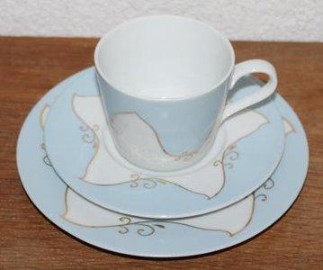 Oude brocante ontbijtset; lichtblauwe kop & schotel en bordje