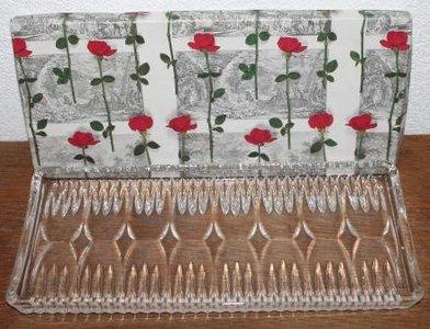 Oude brocante kristallen cakeschaal in rozen doos