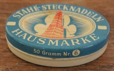 Oud brocante blauw beige ovaal speldenblikje 50 gr.