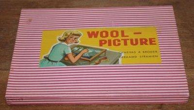 Vintage retro brocante speelgoed borduurset geraamd stramien