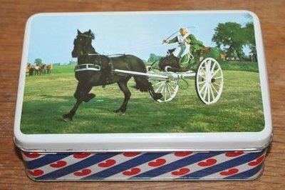 Fries brocante koekblikje klederdracht dame, paard & wagen